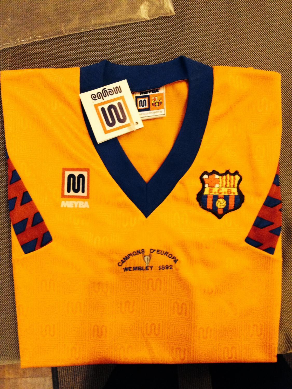 Barcelona ext rieur maillot de foot 1989 1992 ajout for Maillot exterieur