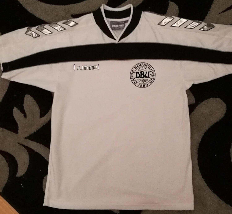 79a78417cb7 Denmark Third Maillot de foot 2000 - 2001.