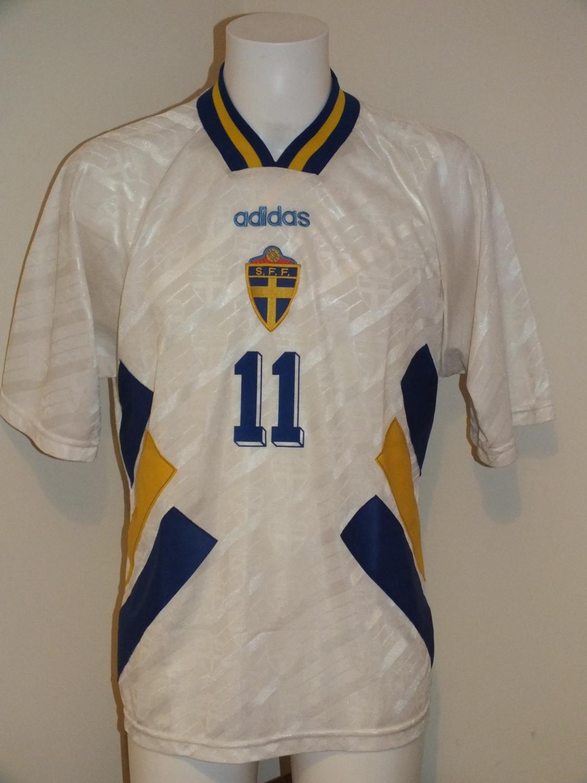 Sweden Away Fußball-Trikots 1994. 840a2ce37