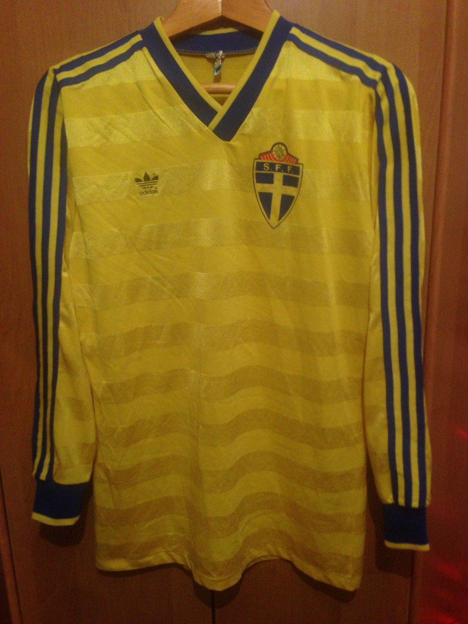 17e2483ae Sweden Home maglia di calcio 1977 - 1980.