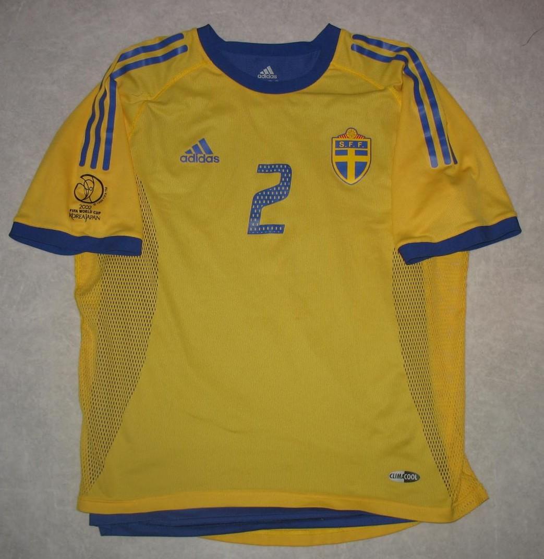 Sweden Home football shirt 2002 - 2004. 09c6b4beb