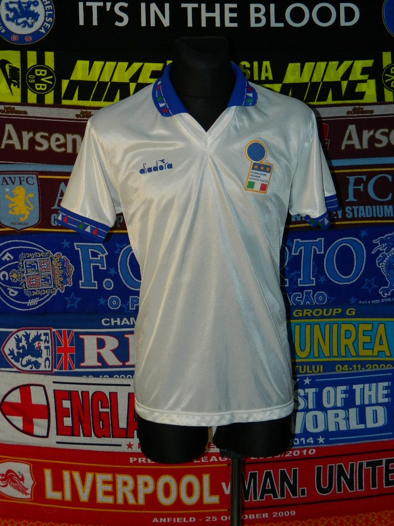 Italy Away football shirt 1993 - 1994.