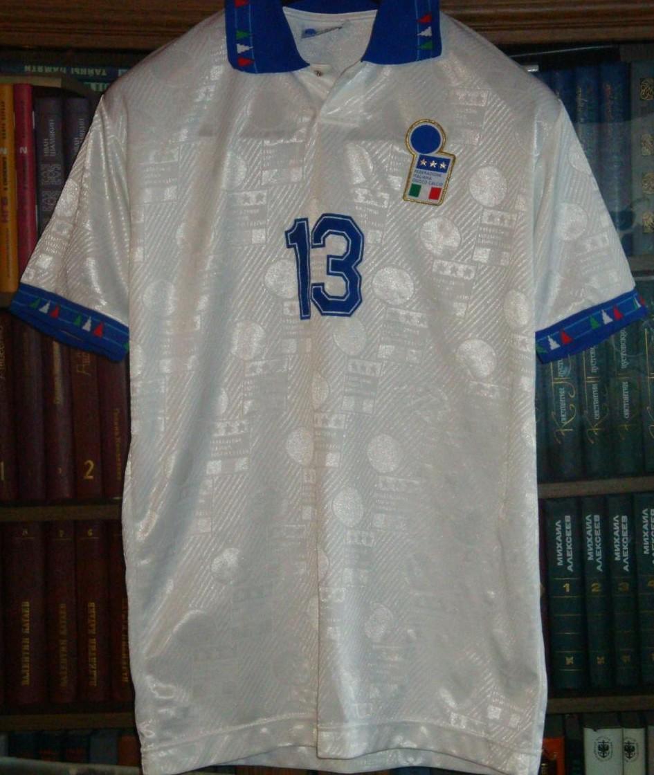 Italy Away football shirt 1994 - 1995.