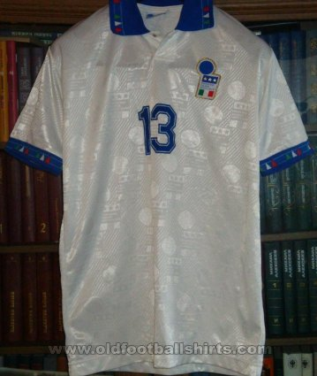 Italy Away football shirt 1994