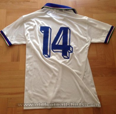 Italy Away football shirt 1990 - ?
