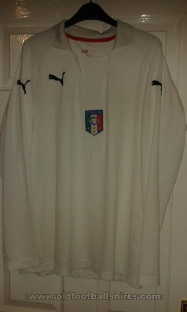 Italy Away football shirt (unknown year)