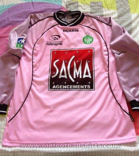 http://www.oldfootballshirts.com/img/shirts/306/thumbs/football_shirt_41486_1_443x500x1.jpg