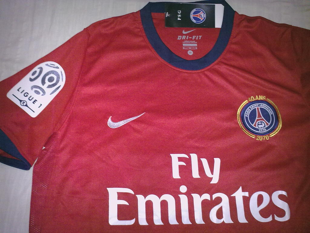 5fdbae5f349 Paris Saint-Germain Away Maillot de foot 2010 - 2011.