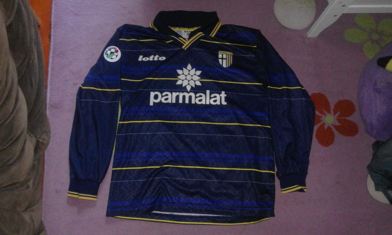 http://www.oldfootballshirts.com/img/shirts/356/parma-third-classic-for-sale-football-shirt-1998-1999-s_12314_1.jpg