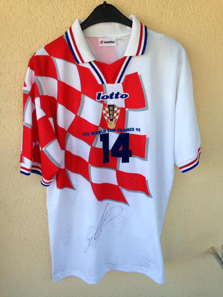 42bbed920df Croatia Home Maillot de foot 1998 - 2000.