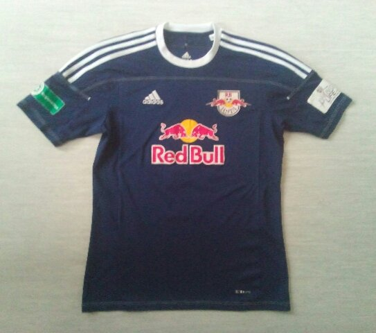 dddb93361ec9c Red Bull Leipzig Away Maillot de foot 2010 - 2011. Sponsored by Red Bull