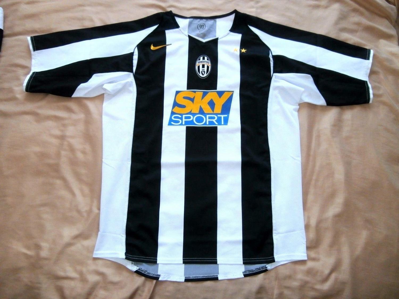 Juventus Home football shirt 2004 - 2006.