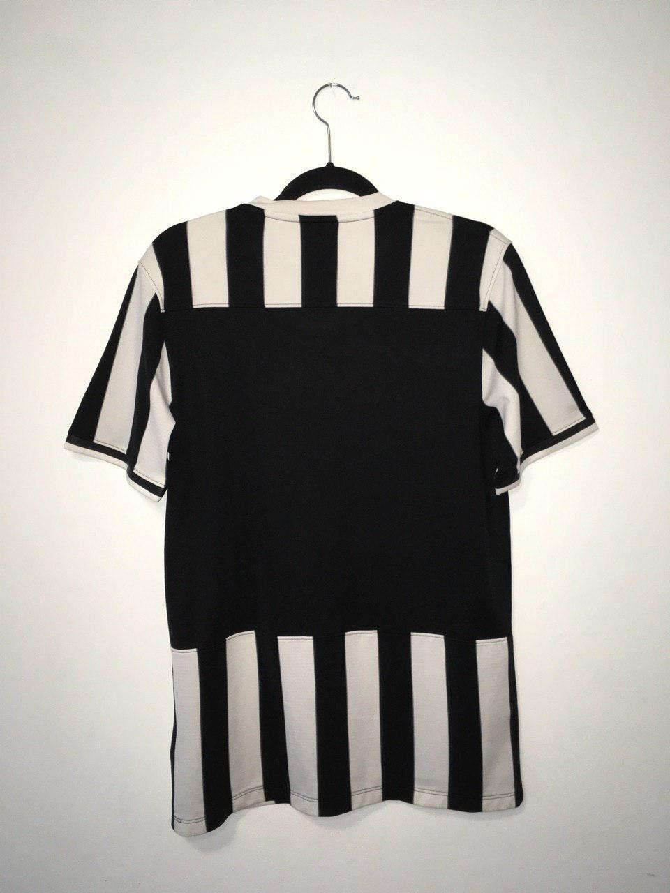 f4d6114122b Juventus Home maglia di calcio 2013 - 2014. Sponsored by Jeep