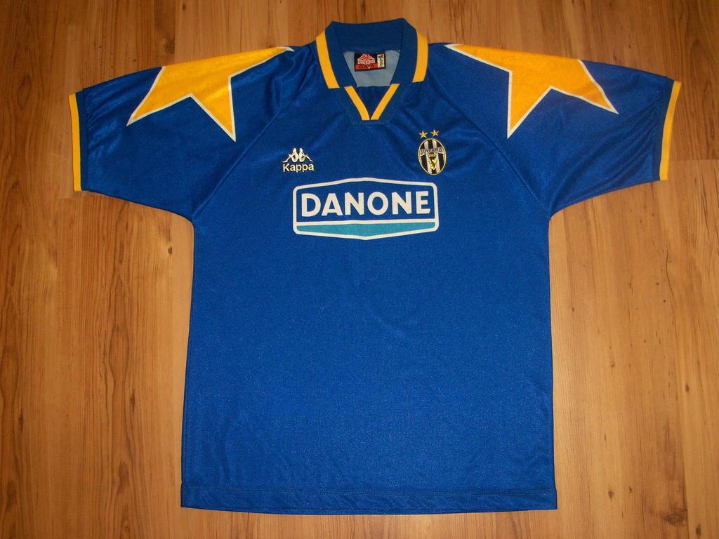 Juventus Away football shirt 1994 - 1995.