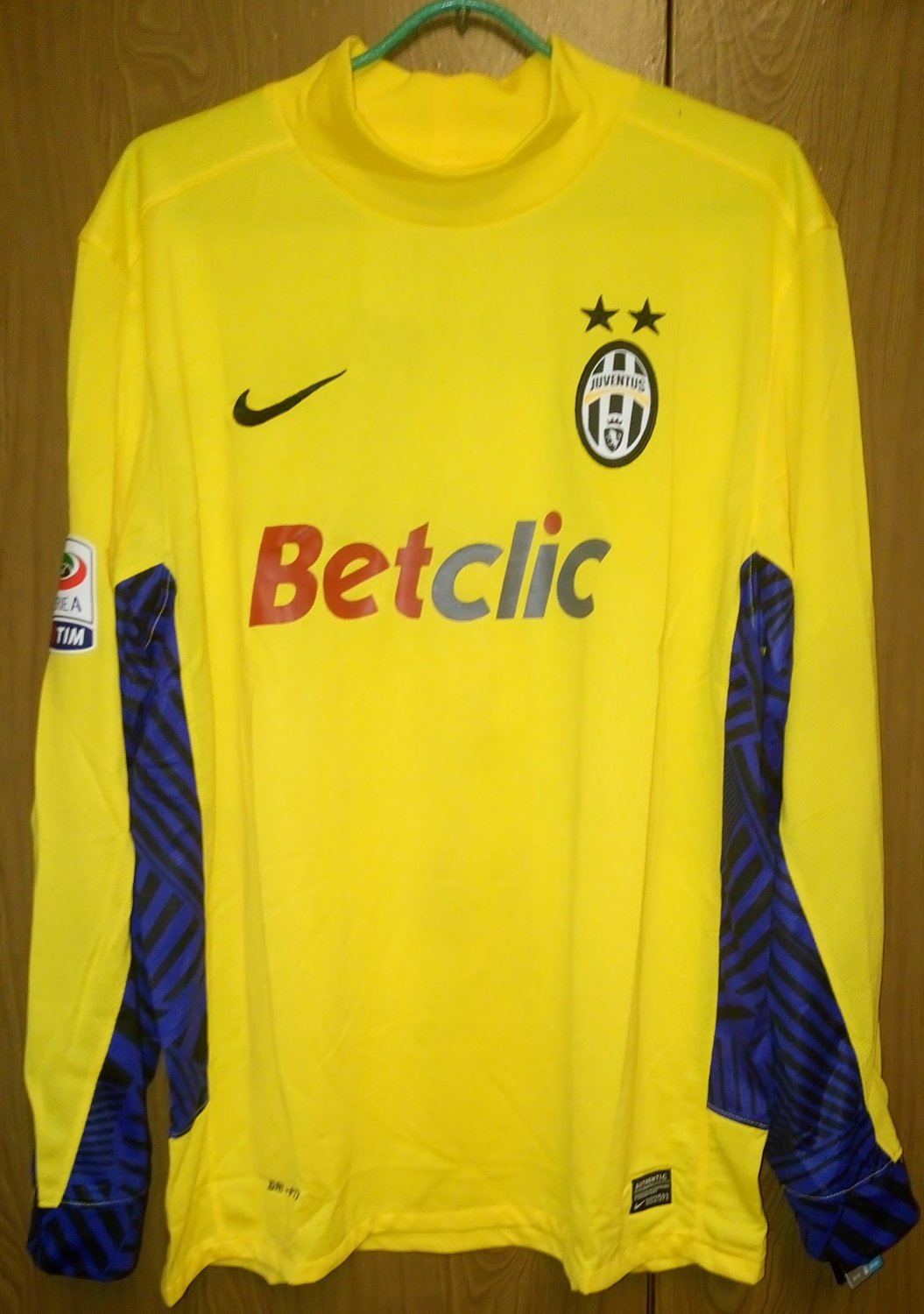 buy online 5acc2 ea973 Juventus Goalkeeper Fußball-Trikots 2011 - 2012. Sponsored ...