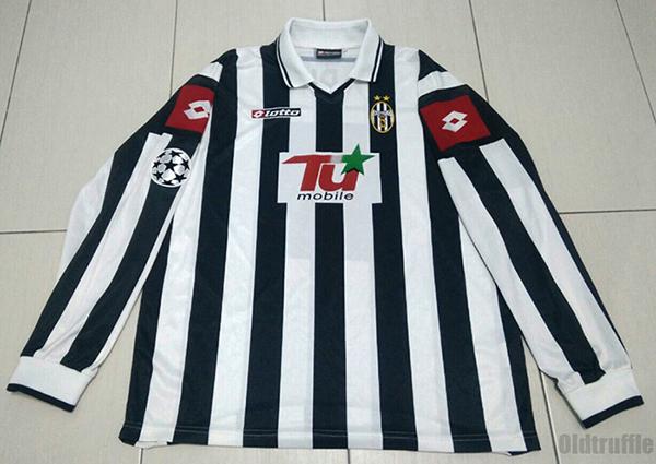 5c26f4ae8 Juventus Home Maillot de foot 2001 - 2002.