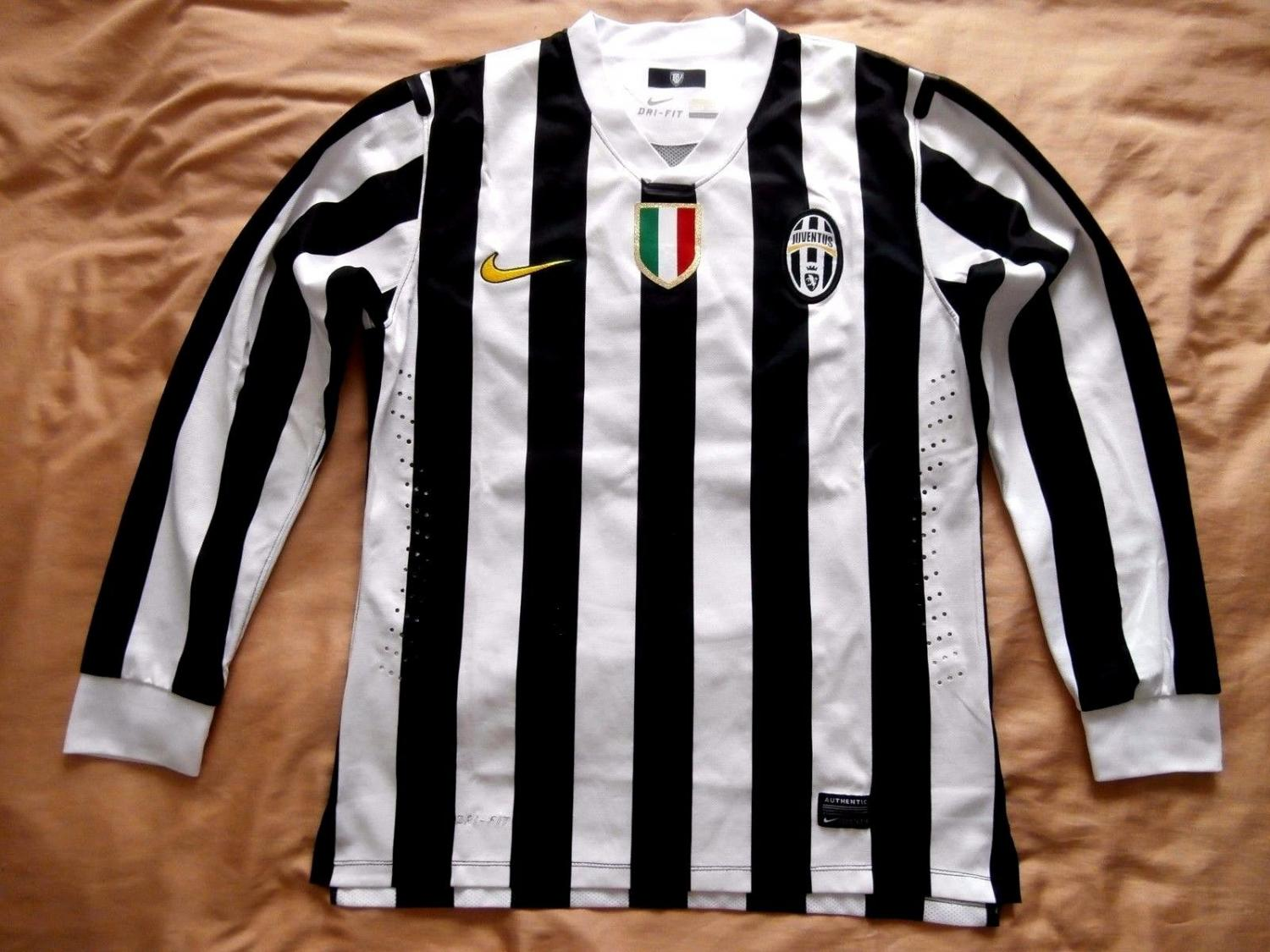 top design a few days away outlet on sale Juventus Home Maillot de foot 2013 - 2014.