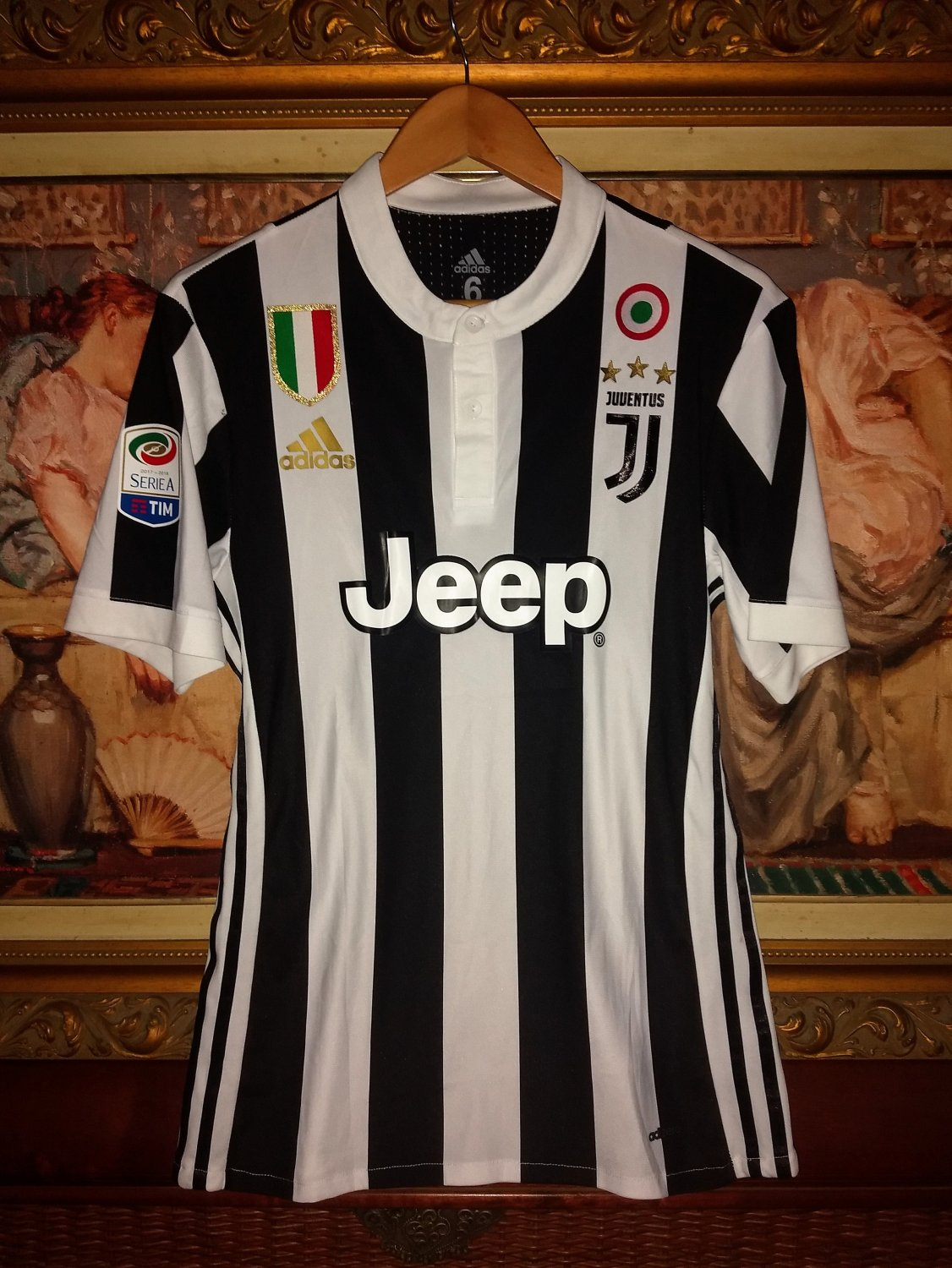 1f7e462ce64 Juventus Home maglia di calcio 2017 - 2018. Sponsored by Jeep