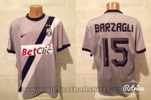 Juventus Away football shirt 2010 - 2011