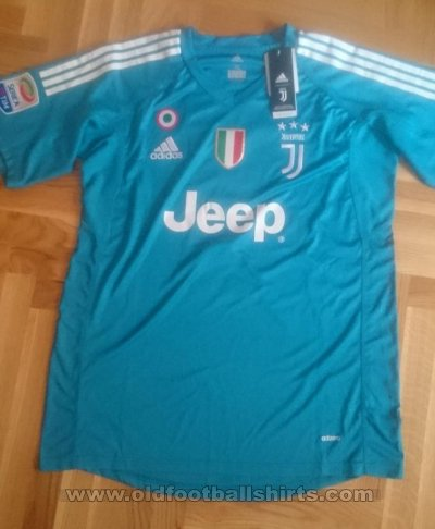 Juventus Goalkeeper football shirt 2017 - 2018
