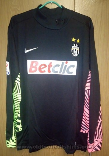 Juventus Goalkeeper football shirt 2011 - 2012