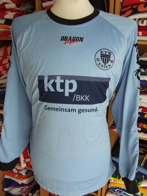 schwarz wei essen goalkeeper football shirt unknown year. Black Bedroom Furniture Sets. Home Design Ideas