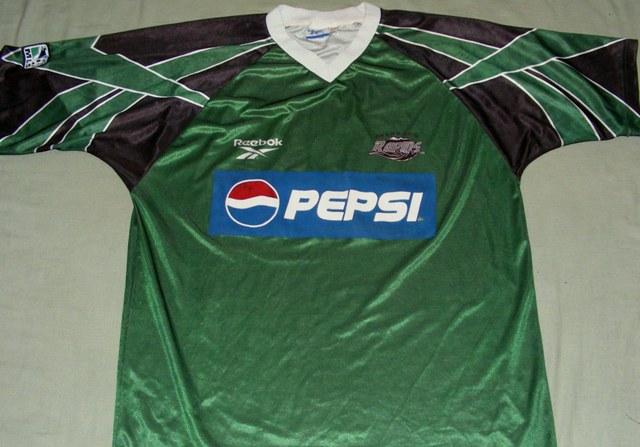 1554f4df4 Colorado Rapids Away camisa de futebol 1996 - 1997.