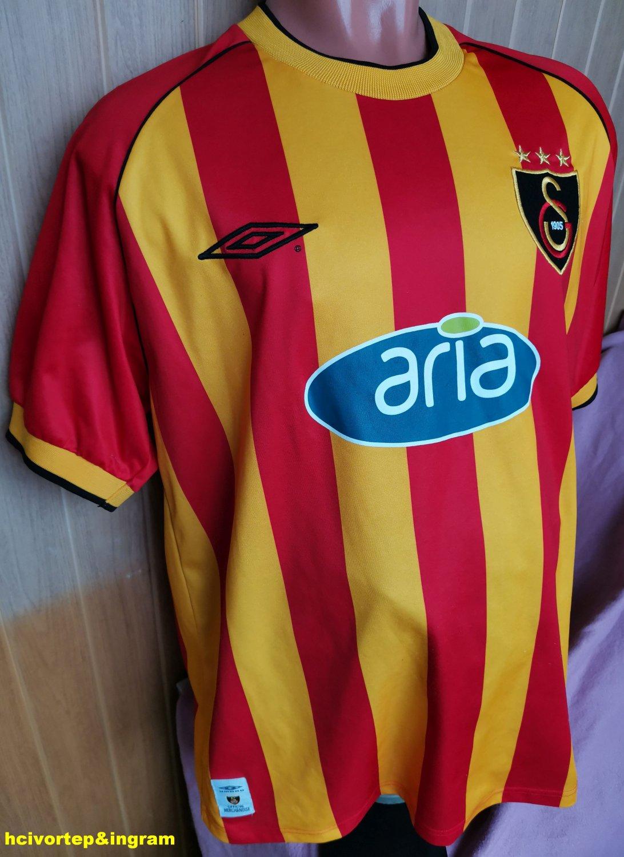http://www.oldfootballshirts.com/img/shirts/491/galatasaray-home-football-shirt-2002-2003-s_3485_1.jpg