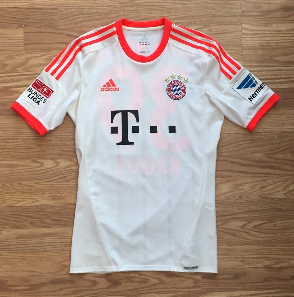 quality design d3daa 5a1cc Bayern Munich Away maglia di calcio 2012 - 2013. Sponsored ...