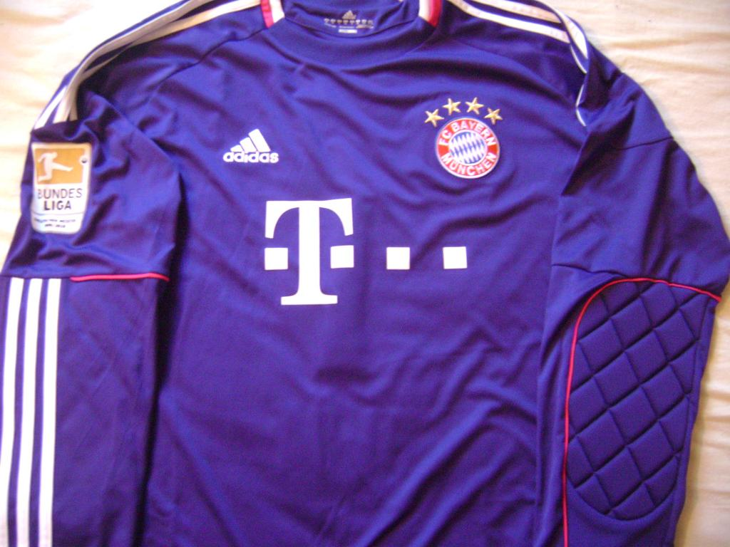 844e5d3e3ac Bayern Munich Goalkeeper Camiseta de Fútbol 2010 - 2011. Sponsored ...