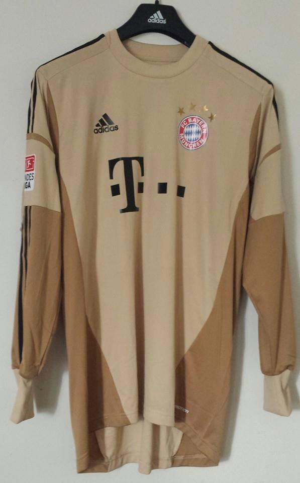 215758f223e Bayern Munich Goalkeeper Maillot de foot 2012 - 2013. Sponsored by T ...