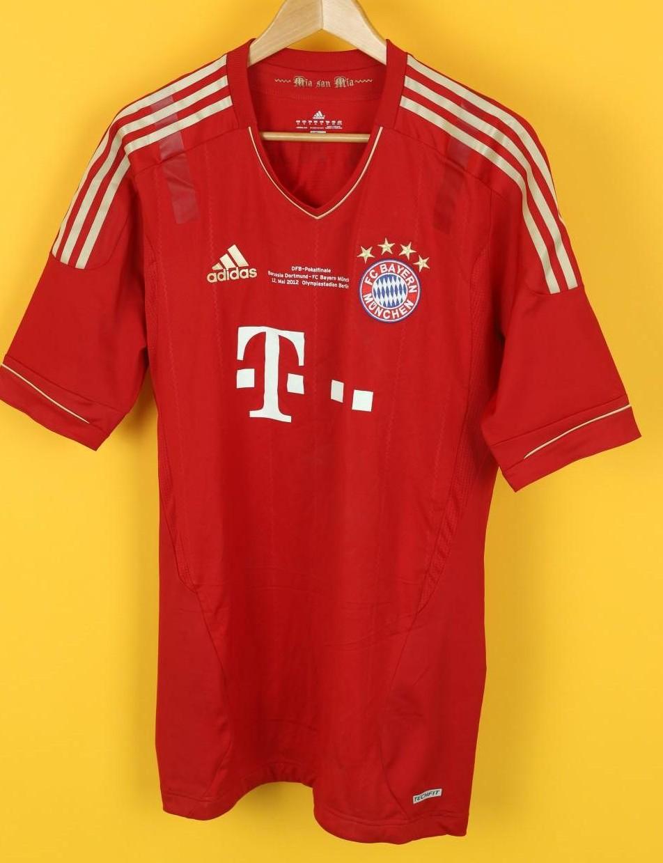 best service b3aa3 fd4c1 Bayern Munich Home football shirt 2011 - 2012. Sponsored by ...