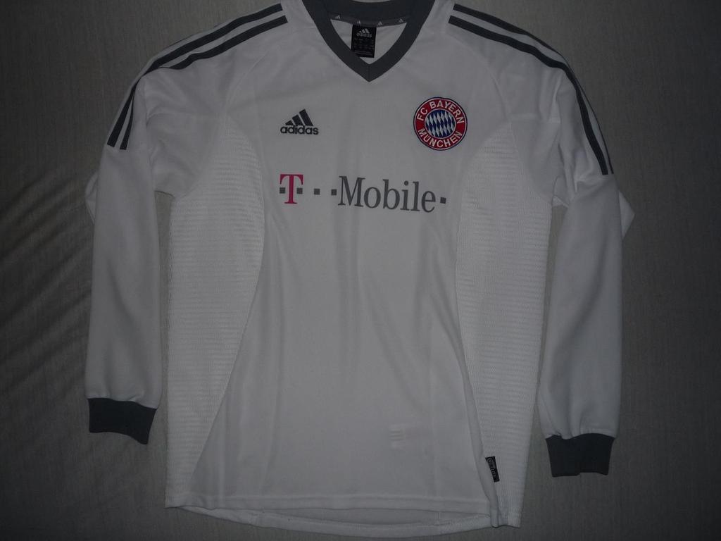 bayern munich away maglia di calcio 2002 2004 sponsored by t mobile. Black Bedroom Furniture Sets. Home Design Ideas