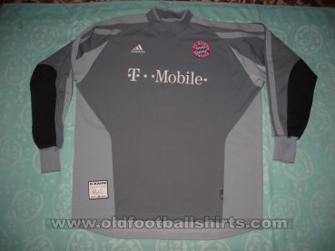 Bayern Munich Goalkeeper football shirt 2002 - 2003