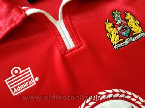 Bristol City Home baju bolasepak 2001 - 2002