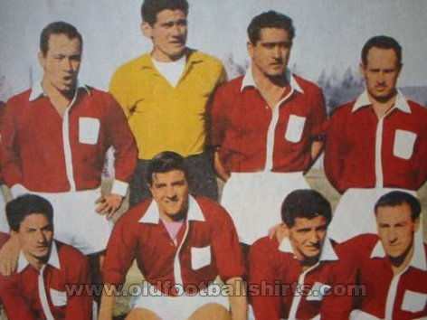 Argentinos Juniors Home football shirt 1950 - ?
