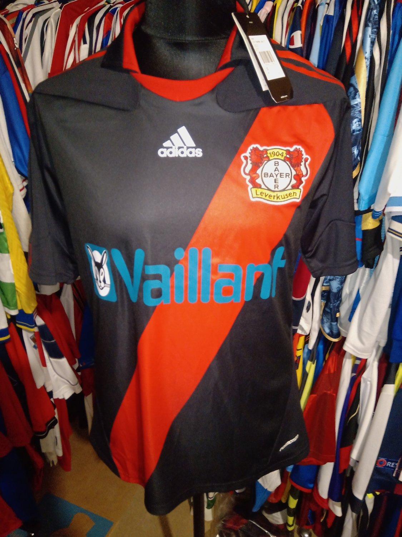 Bayer 04 Leverkusen Home maglia di calcio 2010 - 2011.