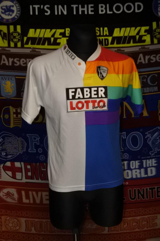 http://www.oldfootballshirts.com/img/shirts/553/vfl-bochum-home-fu%C3%9Fball-trikot-1997-1999-s_3277_1.jpg