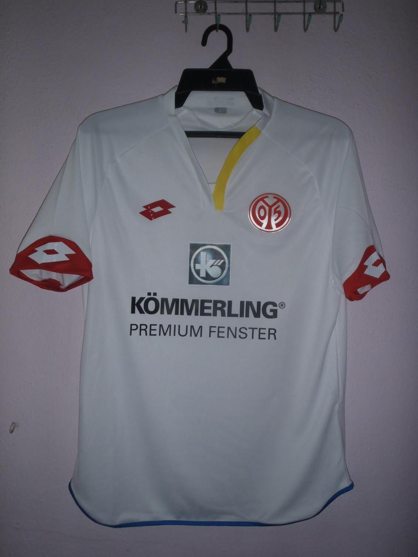 SC Freiburg Trikot Pin Badge 2015//2016 Away