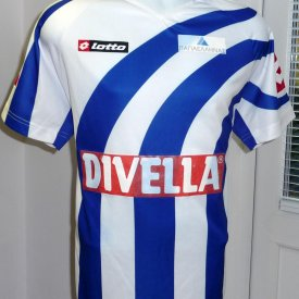 Keravnos Strovolou FC Home voetbalshirt  (unknown year) sponsored by Divella
