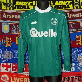 Greuther Furth Home baju bolasepak (unknown year) sponsored by Quelle