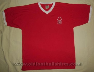 Nottingham Forest Retro Replicas חולצת כדורגל 1975 - ?