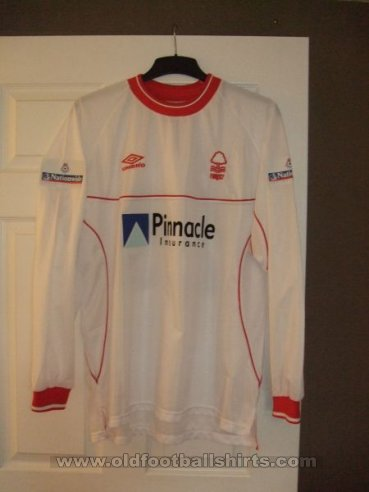 Nottingham Forest Away baju bolasepak 2000 - 2001