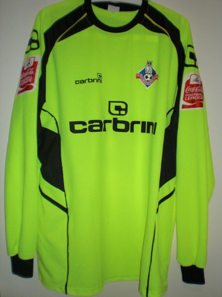 7f6d42ccc78 Oldham Athletic Goalkeeper camisa de futebol 2009 - 2010. Sponsored ...