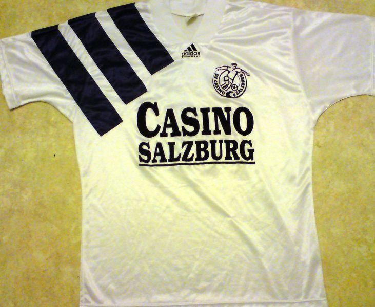 d5bb3215ce0de Red Bull Salzburg Home maglia di calcio 1992 - 1993. Sponsored by ...