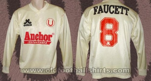 Universitario Home football shirt 1993