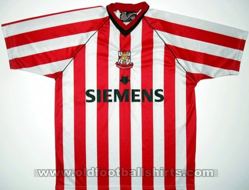 Lincoln City Home baju bolasepak 2003 - 2004