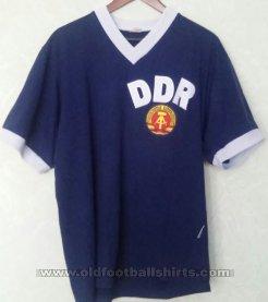 5cb0e620e East Germany Retro Replicas maglia di calcio 1974.