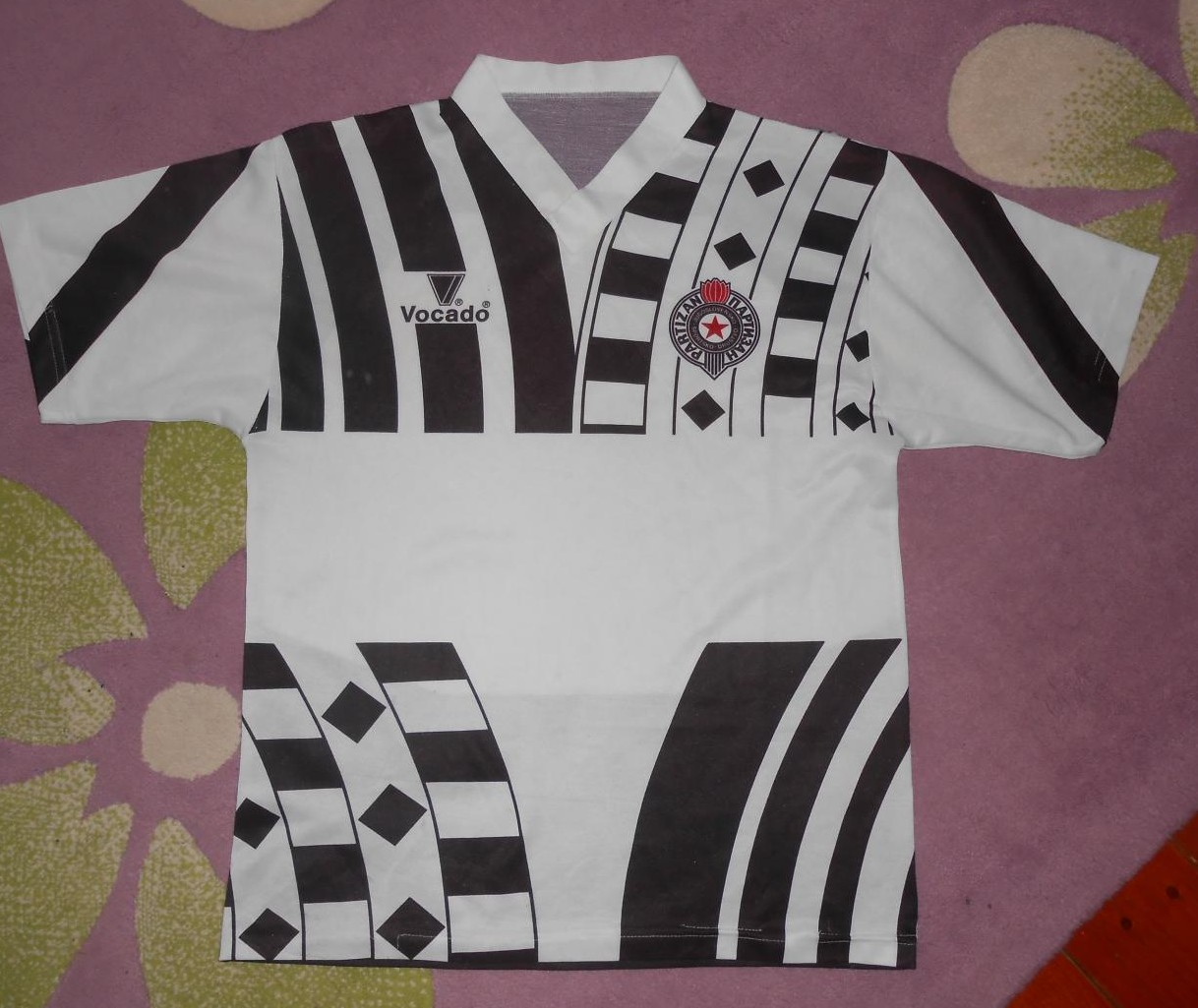 Partizan belgrade domicile maillot de foot 1989 1990 for Classic house 1990