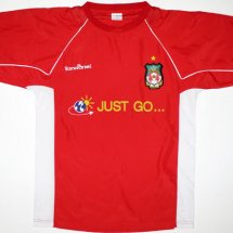 Wrexham Home Maillot de foot 2004 - 2005 sponsored by Just Go